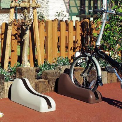 溝に入れるだけで、駐輪できるコンクリート製の自転車止め。東洋工業 Dexサイクルブロック