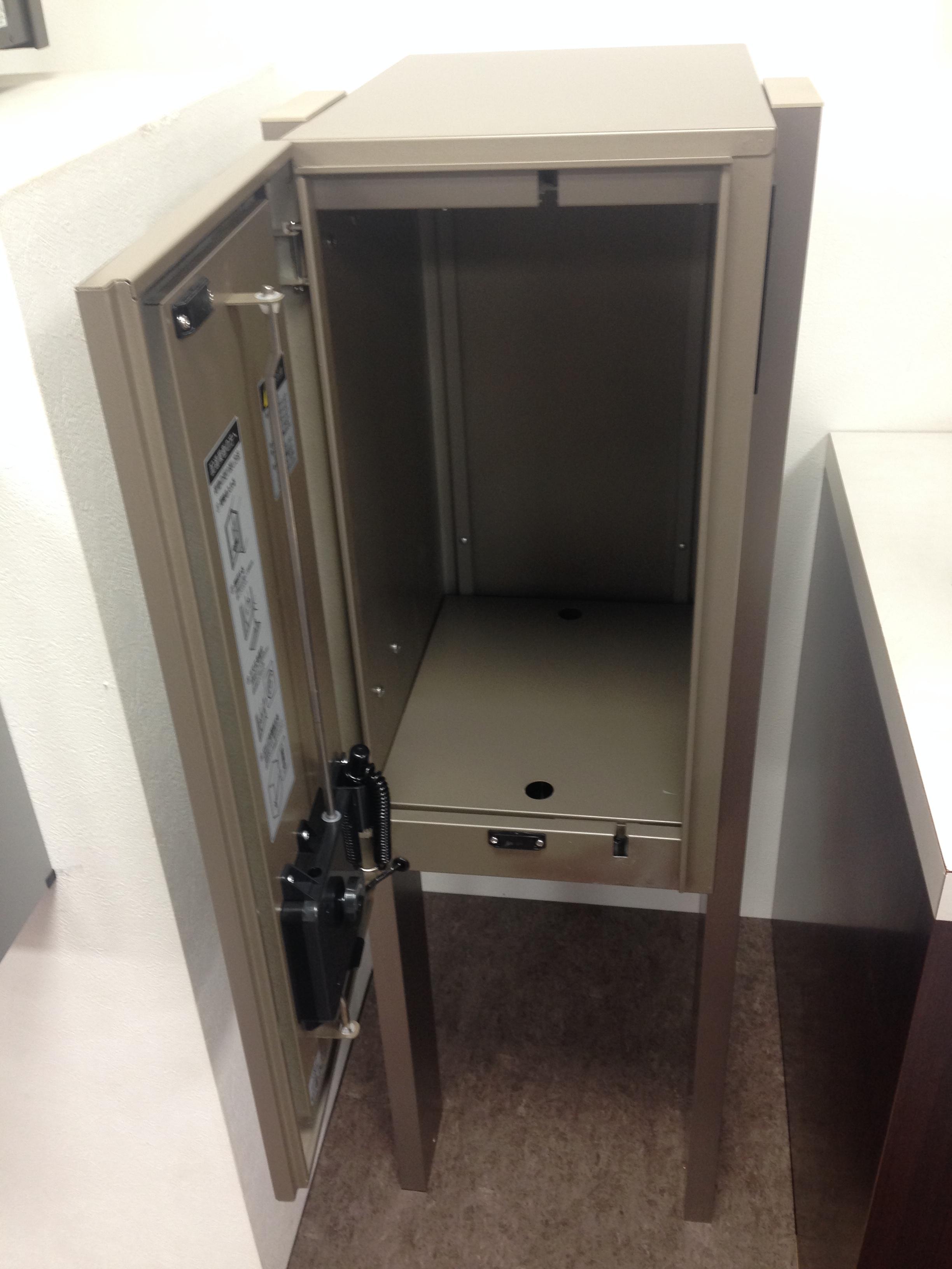 LIXIL宅配ボックス「リンクスボックス」の実物をショールームで撮影してきました。