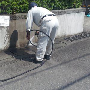 壁洗浄・床洗浄の費用は意外に安い。「水道代」と「電気代」