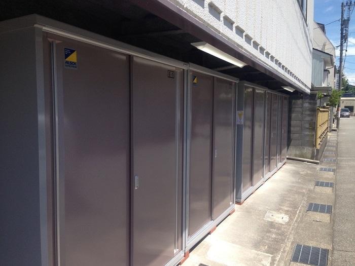 オーナー様の疑問解消!トランクルームの設置費用、正規のトランクルームより物置を並べた方が安い?